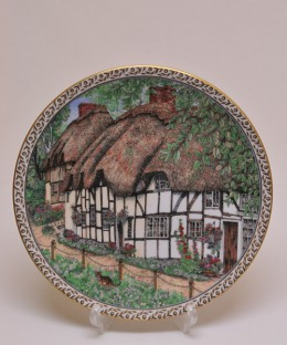 ROYALWORCESTER / COLLECTOR PLATE VILLAGES